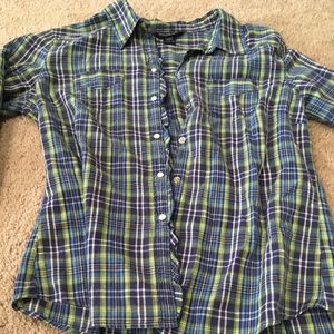 Abercrombie & Fitch Tops - Abercrombie & Fitch snap button ruffle on mid hem
